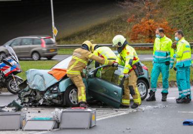 Vrachtwagen en auto botsen op Zutphensestraat Apeldoorn